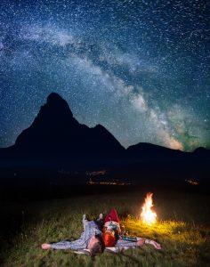 Auf Sternenhimmel und Lagerfeuer ohne Befürchtungen unter Hypnose einlassen
