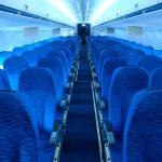 Enge Sitzreihen im Flugzeug