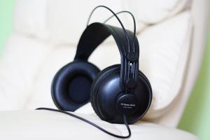 Akustische Subliminals zur Unterstützung von Suggestionen unter Hypnose